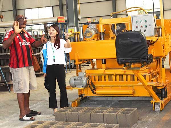 Клиент из Австралии посетит наше оборудование для производства кирпичей